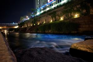 Formerrly polluted and covered with an elevated road since 2005 this stream has been cleaned up and made into an Art and nature walkway through the heart of Seoul. - Tripadvisor